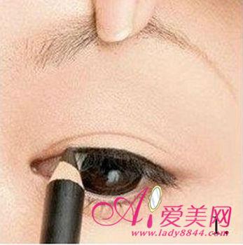 【最新】驾驭你的眼线 不易晕妆的眼线技巧