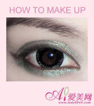 魅惑墨绿眼影 打造萌动无辜感大眼妆