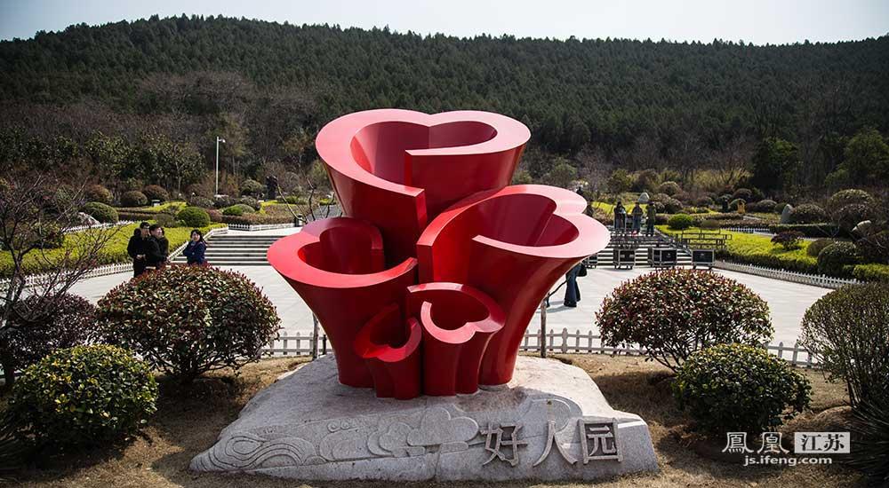 """近年来,徐州围绕中央文明办开展的""""我推荐、我评议身边好人""""活动,积极打造好人文化品牌,使好人群体竞相涌现。(邬楠/文 彭铭/摄)"""