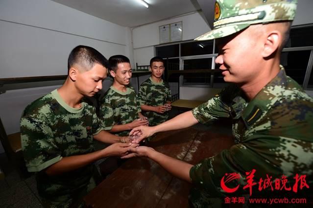 珠海的7个新兵训练基地,开始了他们的军旅生活.这是抵达广东的