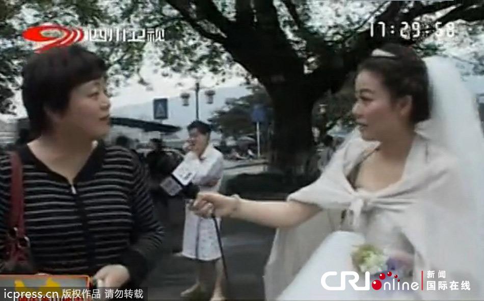 雅安地震婚纱记者_雅安电视台女记者穿婚纱报道地震