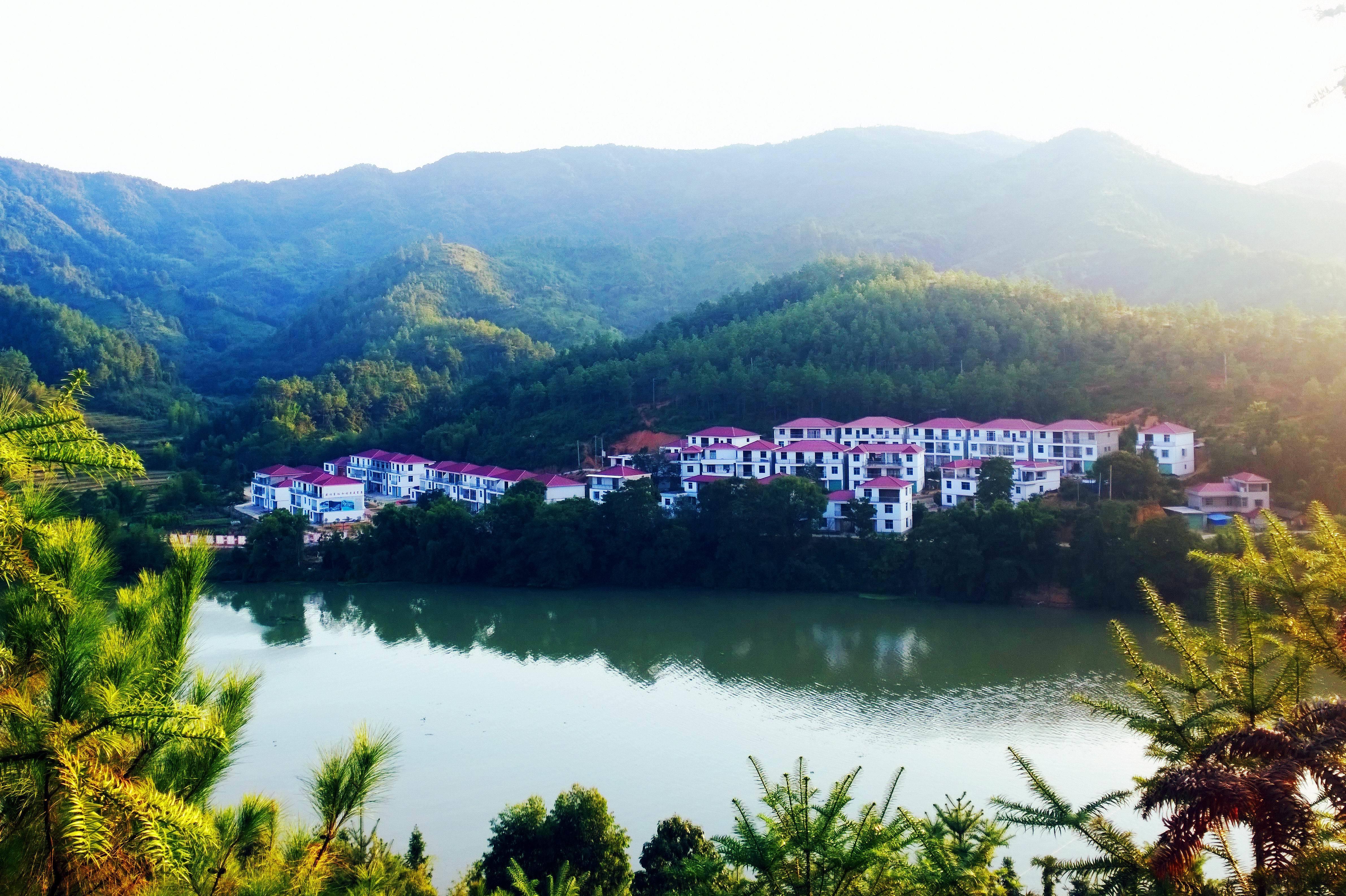 的美好景致.   2013年以来,珠兰乡结合新型城镇化及和谐秀美乡村庄