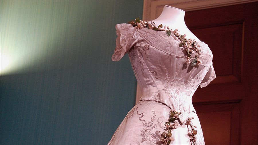 重庆拖尾最长婚纱也逊色 盘点全球惊艳婚纱