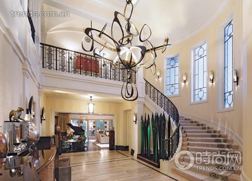 别墅门廊装吊灯