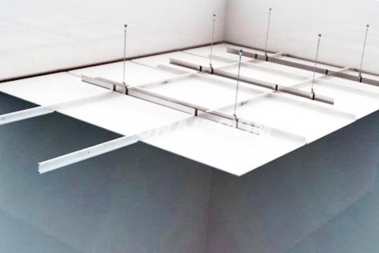 一般安装步骤:铝扣板吊顶安装流程主要由弹线、安装主龙骨吊杆、安