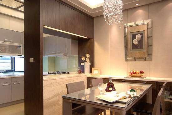 餐厅隔断酒柜效果图之简约风 以帝诺石和澳洲核桃木制成的厨房和客厅图片