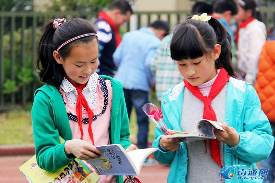 南通开发区活动小学举行红领巾义卖实验上海华虹小学图片