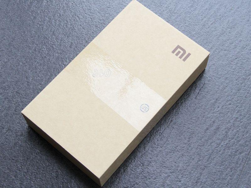 白色版小米4开箱图赏:喷砂工艺金属边框