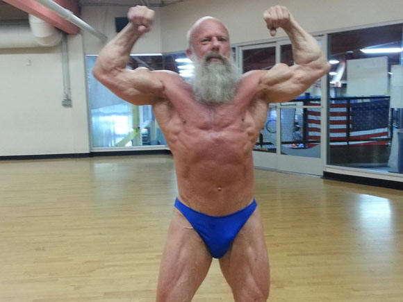 62岁老人晒劲爆肌肉照