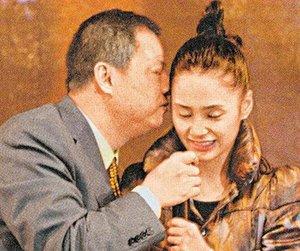 星糗事大曝光 阿娇被强吻张柏芝走光图片