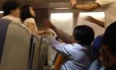 2女航班上大打出手突点火 战机出动