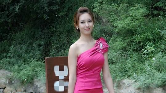 近日,2013世界葡萄酒皇后中国区总决赛在广州落幕,北大校花袁佳怡加冕冠军,成为中国首位葡萄酒皇后,她将在9月底代表中国参加2013世界葡萄酒皇后全球总决赛。此事被传开后,立即引来网友的热议,更有网友找出袁佳怡的生活照,在网上热传。