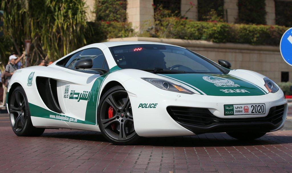 迪拜再添霸气座驾 布加迪威龙变身警车 -  东方.旭 - 东方.旭的博客