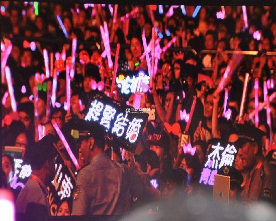 周杰伦摩天轮青岛演唱会,观众人数创纪录-周杰伦演唱会刷新票房纪图片