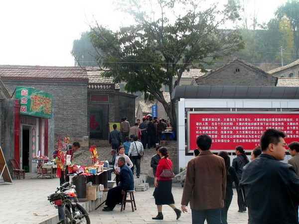 """农民总理陈永贵之墓:大寨人叫他""""永贵大叔"""""""