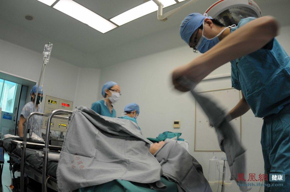 中国医院现场直击:记者实拍唇腭裂整形术全过程