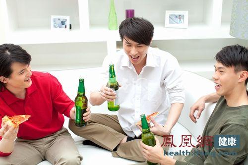 3类饮酒者较常人更易患酒精肝 千万警惕
