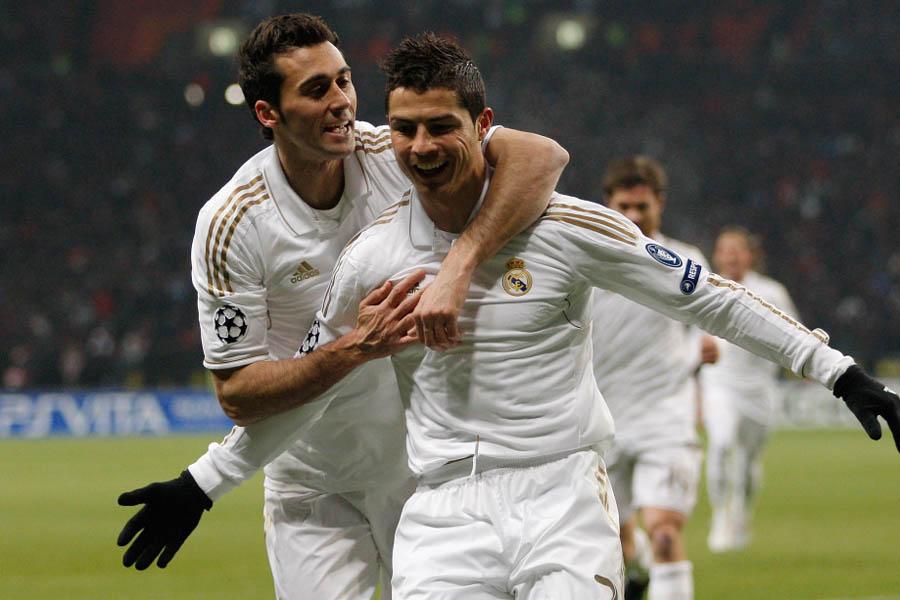 2月22日消息,在2011/12赛季欧洲足球冠军联赛1/8决赛首回合一场焦点战中,皇家马德里客场1比1战平莫斯科中央陆军,C-罗纳尔多率先破门,韦恩布卢姆最后一分钟进球扳平。