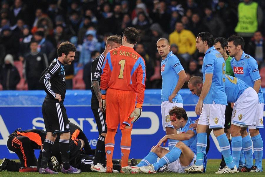 北京时间2月22日03:45(意大利当地时间21日20:45),2011/12赛季欧洲足球冠军联赛1/8决赛首回合一场焦点战在圣保罗球场展开争夺,切尔西客场1比3负于那不勒斯,马塔率先破门,但拉维奇梅开二度,卡瓦尼打入一球。