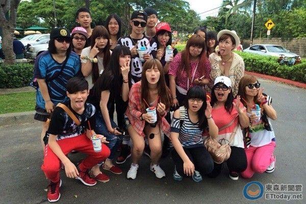 罗志祥携17女夏威夷度假