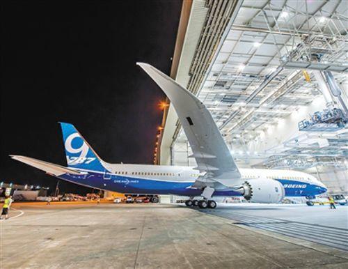 同时航程增加300海里(555公里),而油耗和排放则比相似尺寸的飞机低20%