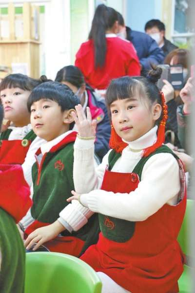 开封幼儿园小娃娃欢欢喜喜过新年