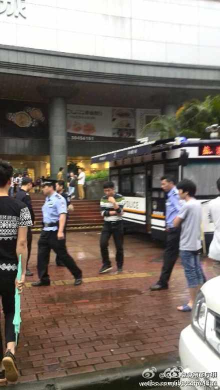 广州:两男子地铁打架引发骚乱