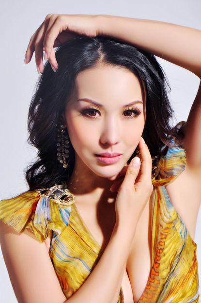 剃头修行亚姐早期性感照曝光 - 月  月 - 阳光月月(看新闻)