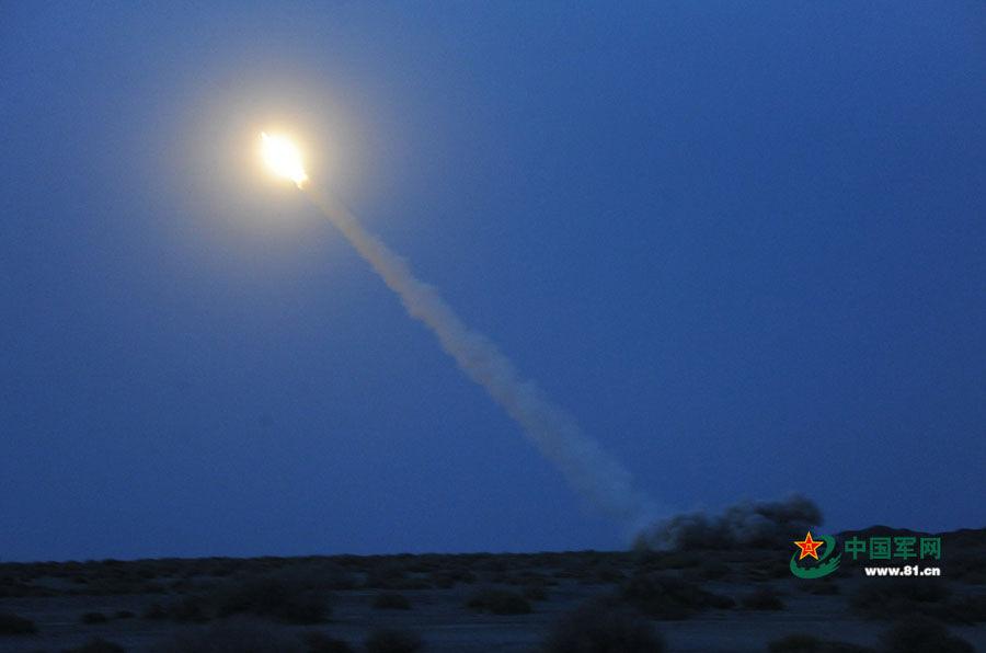 第一集团军数十门远程火箭炮西北大漠火龙升天 - 雷石梦 - 雷石梦(观新闻)