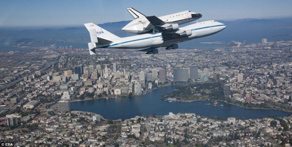 航天飞机从降落点到发射场是这样运输滴