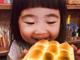 【暑假全家乐】曹格老婆携儿女出游 姐姐变吃货