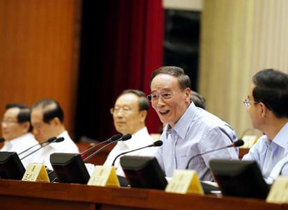 王岐山接受8位政协常委提问谈反腐 内容成迷