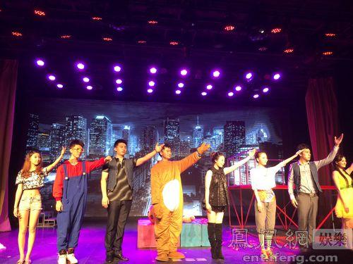 歌舞团剧场时装表演