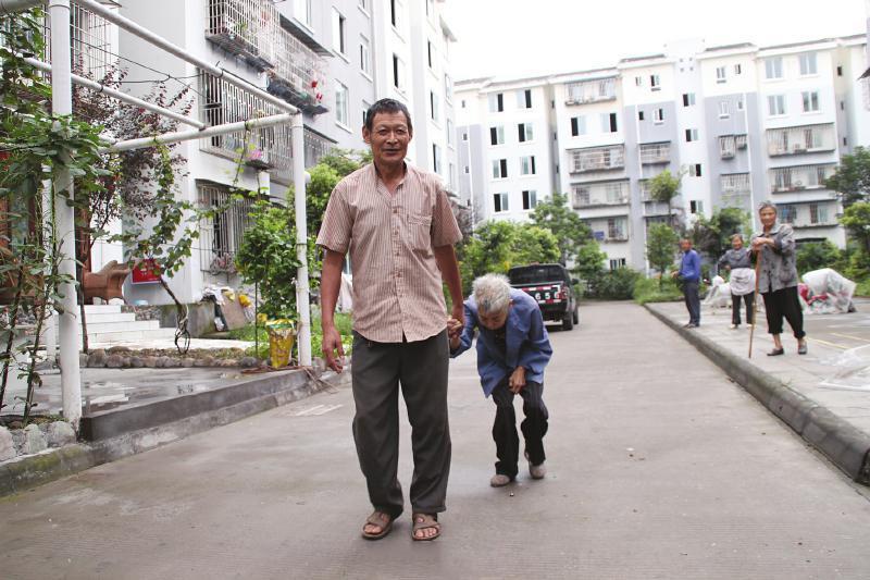 当你遭遇病魔 我仍执子之手 - 人在上海    - 中国新闻画报