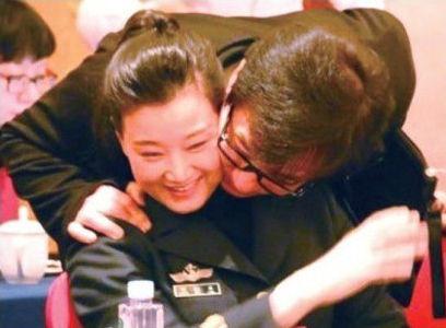 3年前因强搂宋祖英遭拘留降职的官员 - 雷石梦 - 雷石梦(观新闻)
