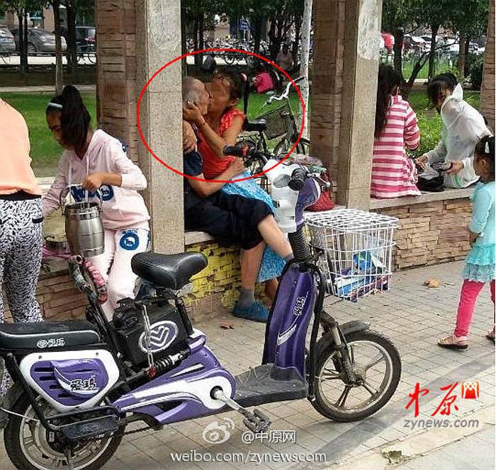郑州:老汉与中年女子街头激吻 - lyl - lyl