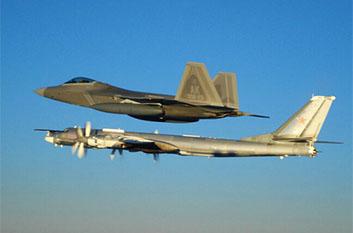 俄军6架战机闯美防空识别区 美军F-22拦截