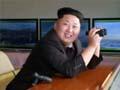 金正恩持望远镜谈笑指挥军演 小腹明显隆起