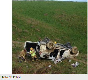 5名中国游客新西兰遇车祸 庆幸2名儿童坐安全座椅 高清图片