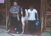 实拍温州女子醉酒找黑代驾 遭开房扒光拍裸照