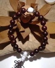 8毫米小叶紫檀手珠(配白珠)