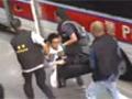 实拍港警被撞倒爆冲突 施放催泪剂驱示威者