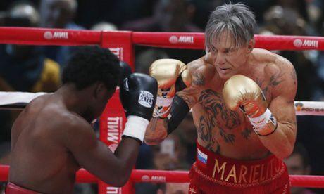 62岁威尼斯影帝重返拳坛 两局击倒职业拳手(图)