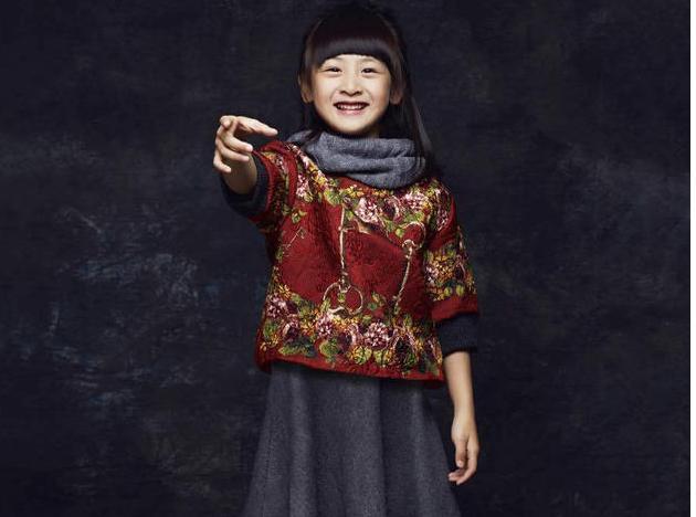12月9日,田亮在微博晒出女儿森蝶的一组写真照片.图片