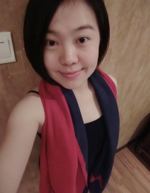 闫学晶25岁继女曝光 白皙甜美已生女