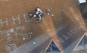 温州2名穿校服的中学生楼顶亲热