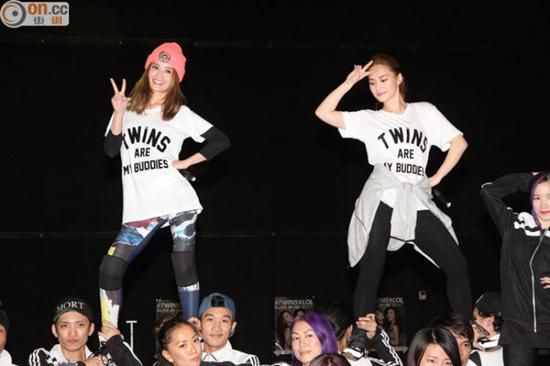 [明星爆料]Twins排练展示高难度动作 称演唱会服装性感