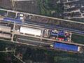 疑中国航母弹射器曝光 轨道从蓝色房子伸出