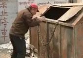 山东6旬环卫工阻夫妻倒建筑垃圾遭围殴 自缢身亡