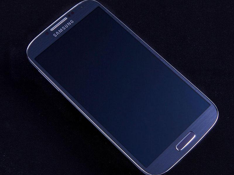 三星i9500(GALAXY S4 是一款配置十分强悍的智能手机,采用了双四